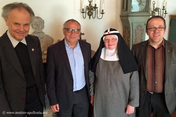 Von links: Pfarrer Lothar Kittelberger, Felix Magath, Sr. M. Apollonia Buchinger und Pfarrer Johannes Kiefmann.