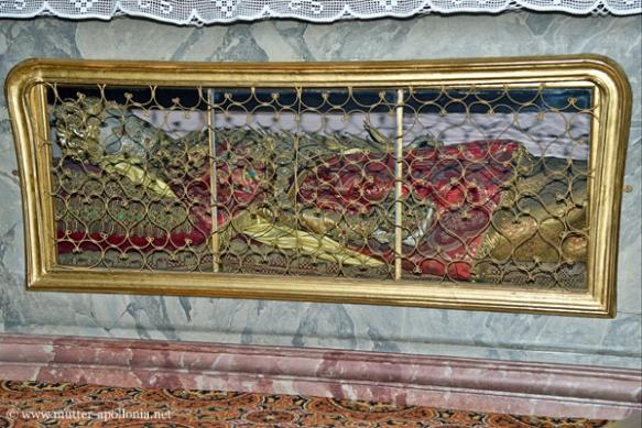 Die Gebeine der heiligen Martha befinden sich unter dem Altar im Nonnenchor.