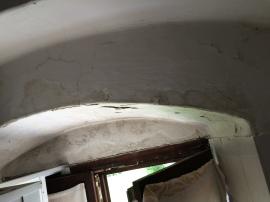 Fensterwölbung der inkriminierten Nasszelle vor der Sanierung